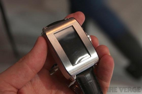 Toshiba smartwatch 20130110 7