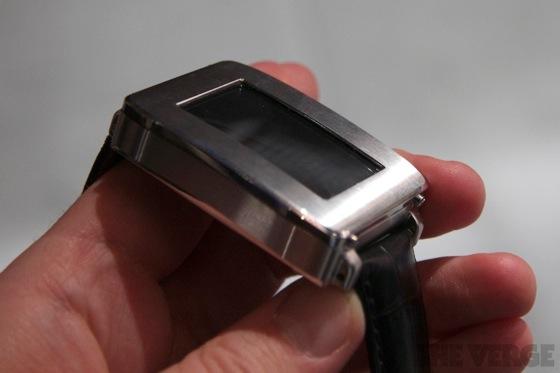 Toshiba smartwatch 20130110 9